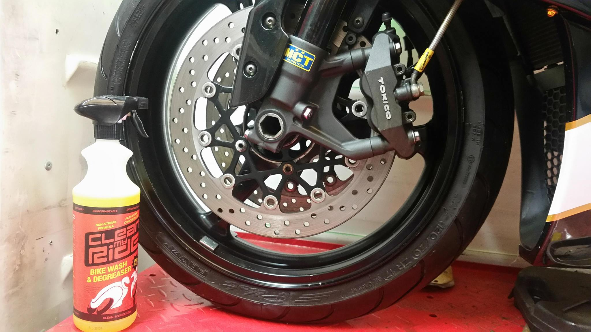 Clean MyRide combined bikewash degreaser is safe on all surfaces. Perfect for cleaning swingarms, paintwork, wheels, plastics including aluminium. It's non-caustic, non-streak, environmentally friendly and biodegradable.
